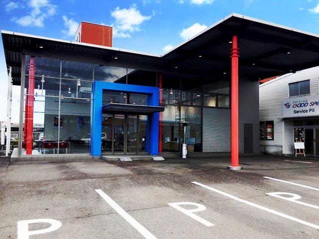 四日市SUV専門店は、常時100台以上展示できる大型展示場で取扱車種はSUV車を中心に幅広く展開しています。