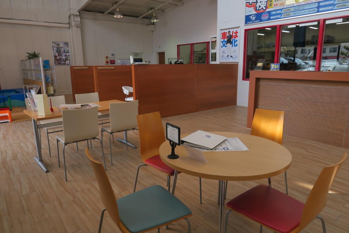 多くのお客様をお迎えできるよう多数商談スペースを確保しております。