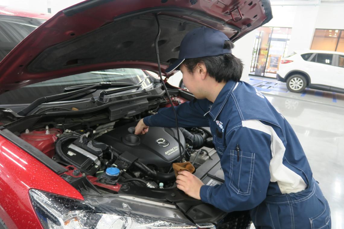 各店舗整備士が在中しており納車前点検をしっかり行います。納車後の無料点検やオイル交換なども随時受付中です。