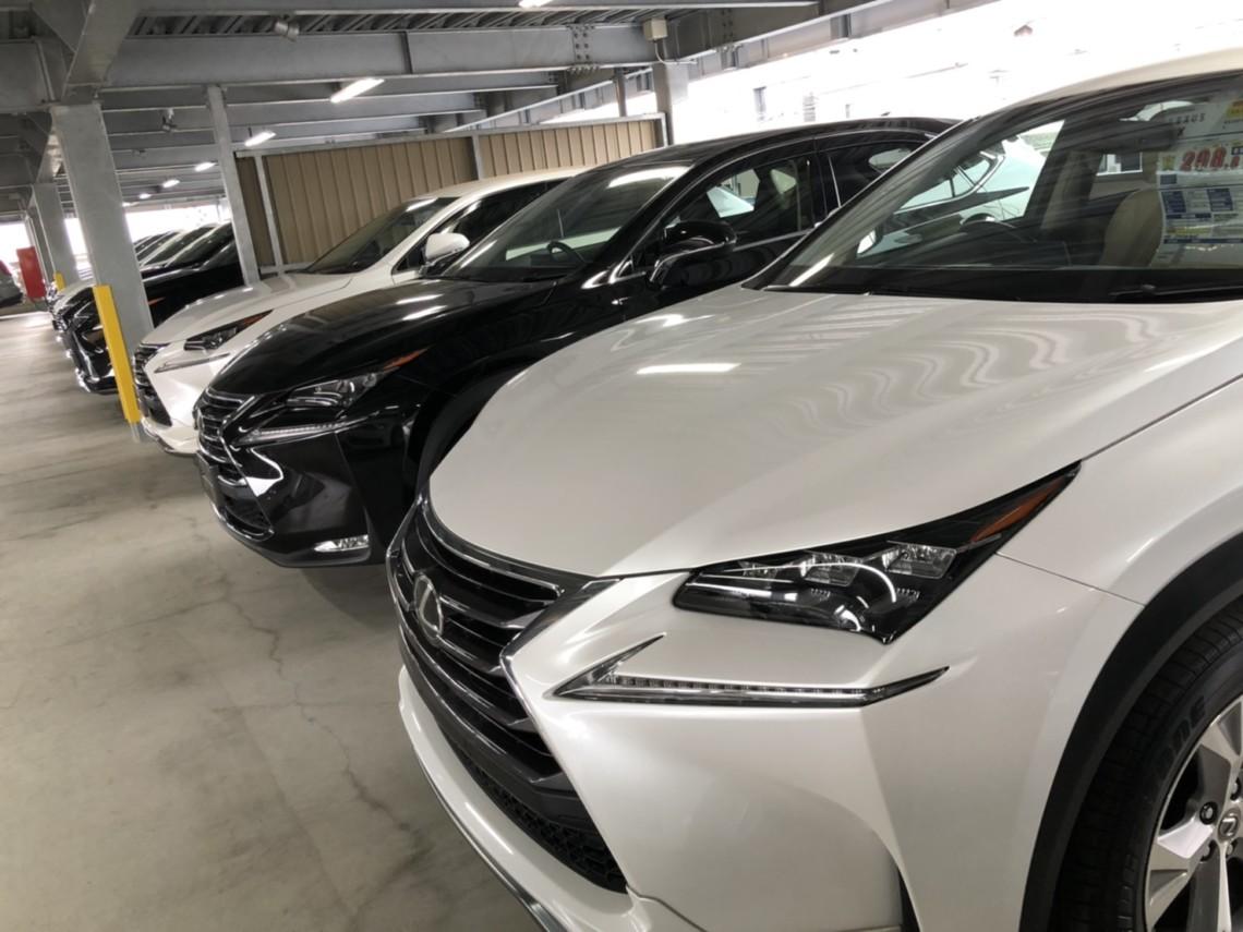 立体駐車場完備による全天候型の展示場で、120台OVERの第三者機関鑑定書付きの輸入車、SUVがお客様をお出迎えします。
