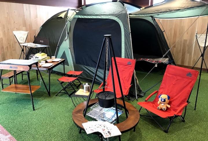 ロゴスのテントやテーブル&チェア、キャンプグッズなど店内でもアウト...